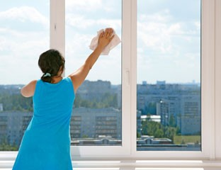 Cleaning Windows with Newspaper- Home Cleaning Made Easy
