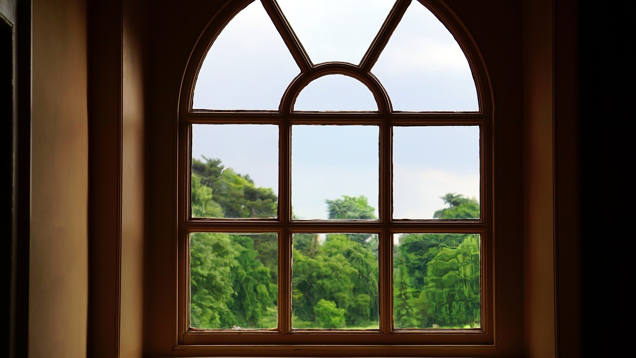 How to Clean Windows with Vinegar and Baking Soda