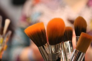 How to Disinfect Makeup Brushes Using Vinegar
