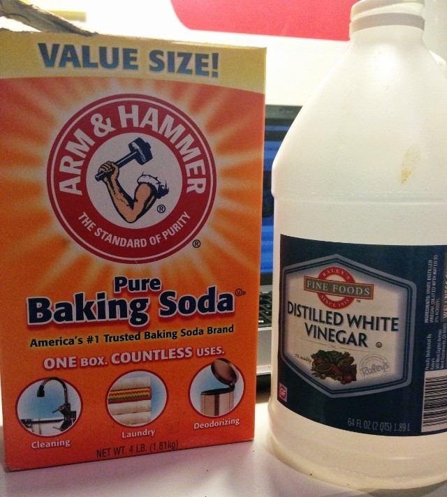 Vinegar and Baking Soda Drain Cleaner Method 3