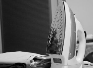 How to clean an iron plate